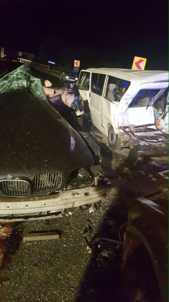 Trei tineri morti si doi raniti dupa impactul intre doua masini, langa Baile Herculane. Cum s-a produs accidentul