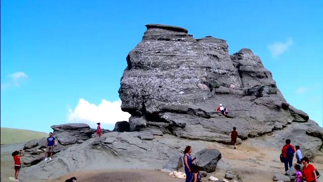 Filmari cu camera ascunsa in Rezervatia Bucegi. Cum a ajuns celebrul parc natural un monument de gunoaie si nepasare: VIDEO