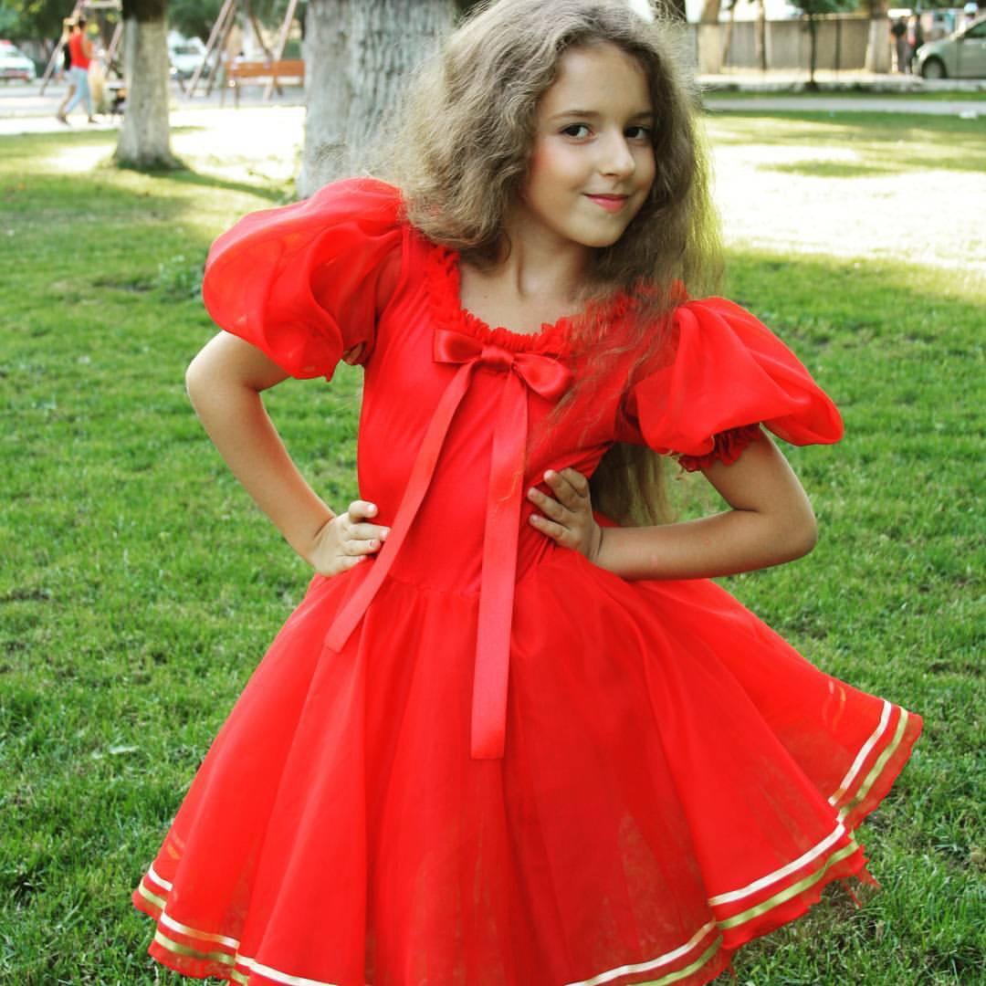 Fetita de 6 ani, din Bucuresti, in finala Little Miss World 2016. Sara Anastasia este model de la 3 ani