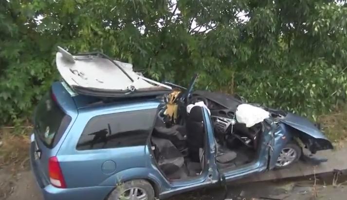 Doi morti si trei raniti, dupa ce doua masini s-au ciocnit frontal pe un drum national din judetul Vrancea. VIDEO
