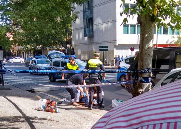Panica langa un centru comercial din Zaragoza. Un barbat si-a impuscat sotia in fata fetitei lor. FOTO