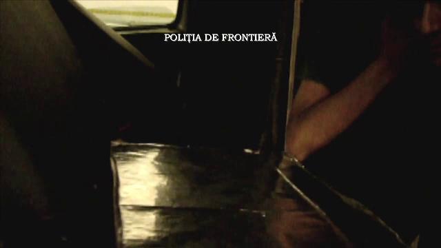 Ce au descoperit politistii de la frontiera Calafat, cand au deschis compartimentul secret al unui microbuz