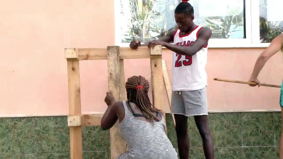Studentii straini au curatat un sat din Timis. Reactia localnicilor: