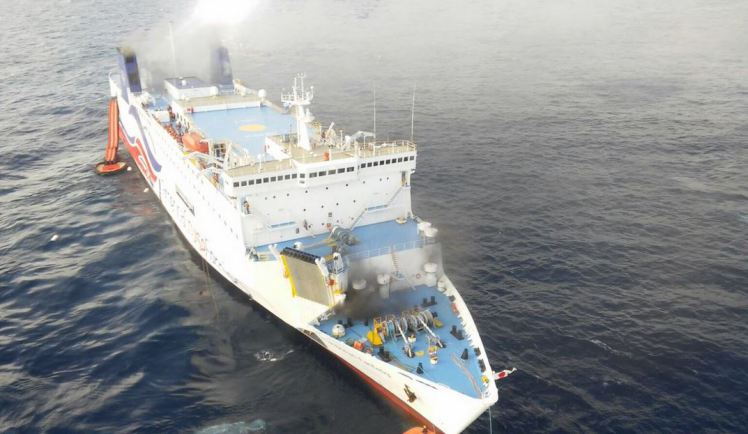Momentul in care o nava de croaziera ia foc in Puerto Rico. Peste 500 de pasageri au fost evacuati. VIDEO