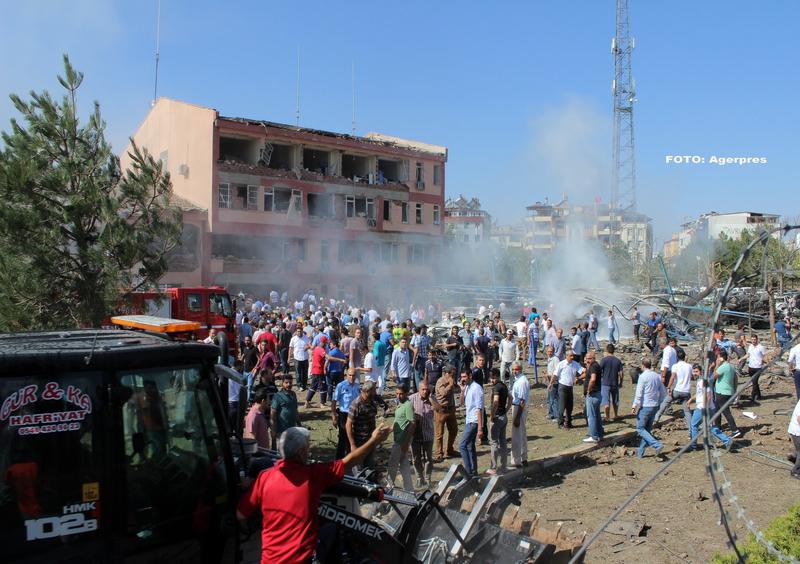 Atac cu masina-capcana asupra unei sectii de politie din Turcia. Bilantul: trei morti si 120 de raniti