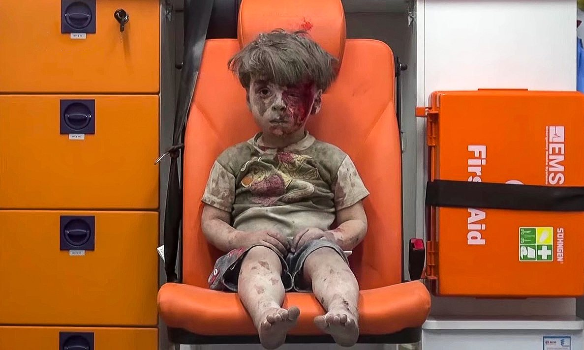 Reactia liderilor UE la imaginea baietelului sirian, plin de moloz si sange. Prezentatoarea de la CNN a plans in direct
