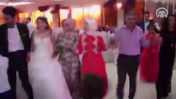 Nunta unui cuplu din Turcia s-a incheiat extrem de prost. Ce a urmat dupa ce o masina-capcana a explodat in apropiere