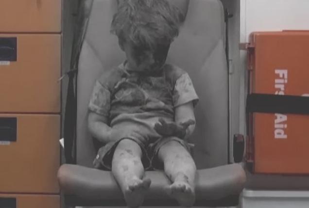 Fratele lui Omran, copilul devenit un simbol al suferintelor din Siria, a murit intr-un spital din Alep din cauza ranilor