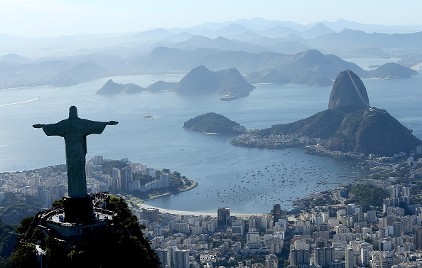 Doi francezi au fost arestaţi după ce au escaladat statuia Cristos Mântuitorul din Rio de Janeiro