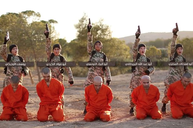 Un nou video socant postat de jihadistii ISIS. Copii, intre care si un britanic, pusi sa execute prizonieri kurzi