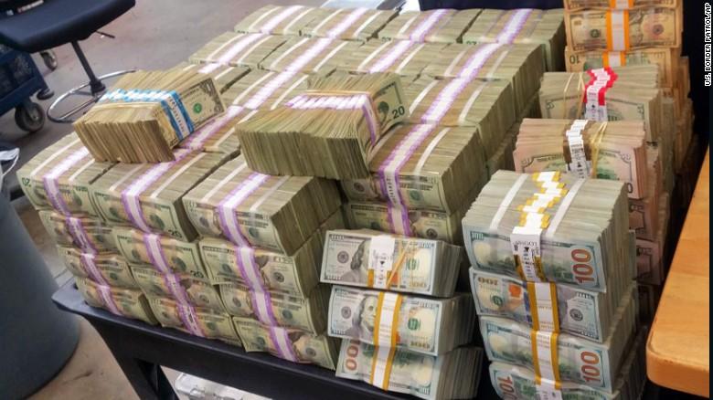 Politistii de frontiera din San Diego au confiscat 3 milioane de dolari de la un sofer. Unde erau ascunsi banii