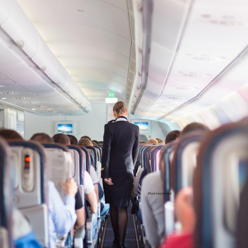 Sase sfaturi din partea unei stewardese. Ce nu ar trebuie sa faceti cand zburati cu avionul