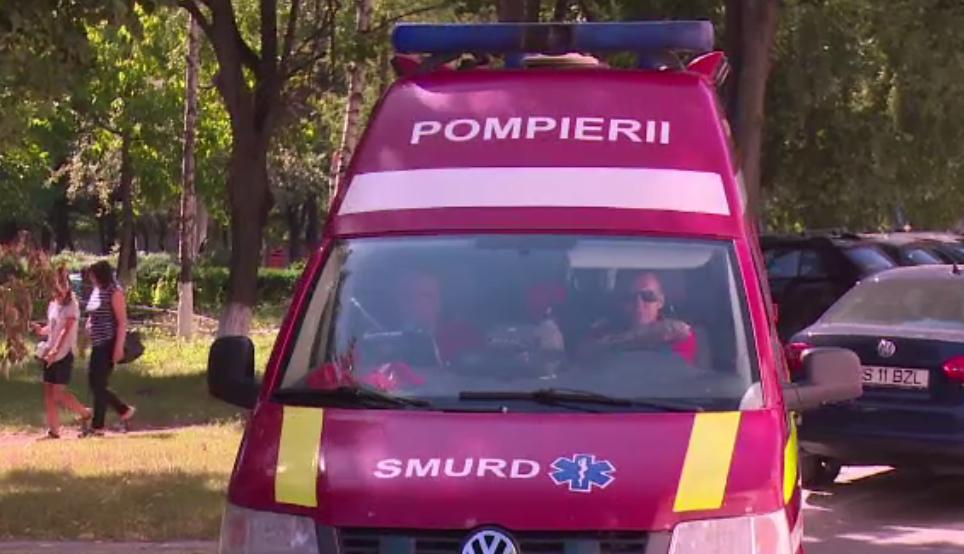 Paramedici SMURD atacați de viespi în timpul serviciului. 8 oameni au ajuns la spital