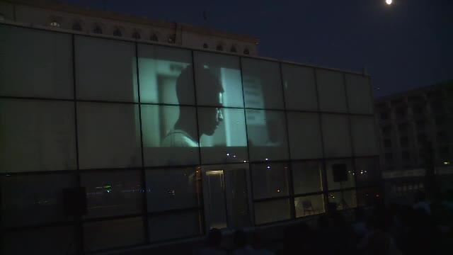 Cinema în aer liber, pe Casa Poporului. Români şi străini au urmărit documentarul