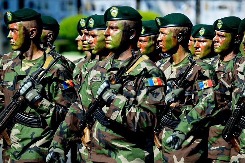 Rogozin acuză Moldova că se pregăteşte de război cu ajutorul americanilor