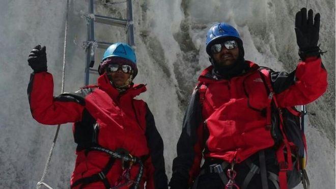 Pedeapsa primită de doi polițiști indieni după ce au mințit că au urcat pe Everest