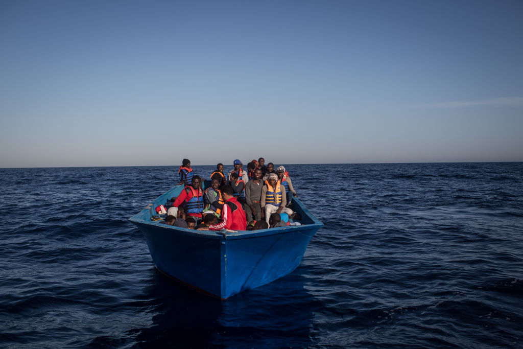 50 de tineri refugiaţi somalezi, înecaţi intenţionat de un traficant de oameni