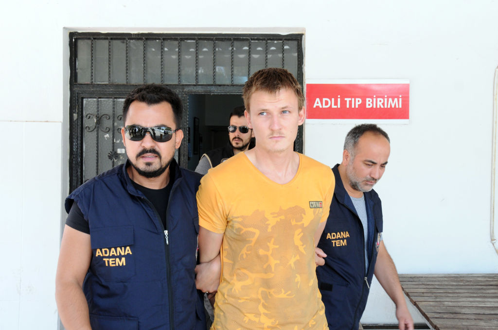 Jihadist rus din ISIS, prins în Turcia după ce a vrut să doboare un avion