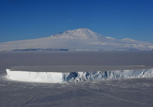 Descoperirea facută de cercetători sub stratul de gheață din Antarctica: E cea mai vastă de pe planetă