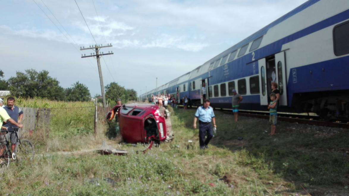 Șofer mort după ce mașina lui a fost lovită de tren la Tuzla
