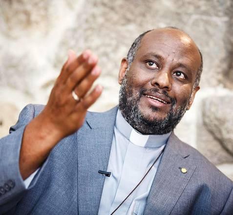 Preot nominalizat la premiul Nobel, vizat într-o anchetă privind imigraţia ilegală