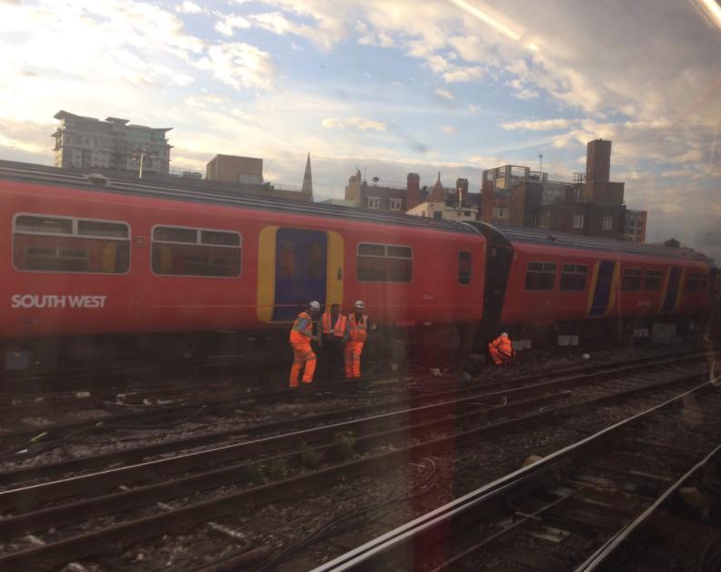 Tren deviat în apropierea stației Waterloo din Londra