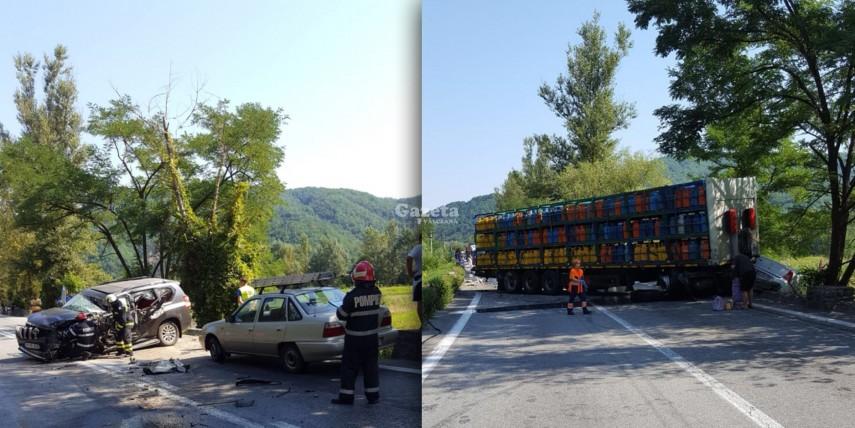 Accident pe Valea Oltului: o mașină a izbit un camion plin cu butelii