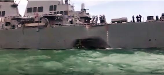 Cum arată distrugătorul USS McCain după ce s-a ciocnit cu un petrolier. VIDEO