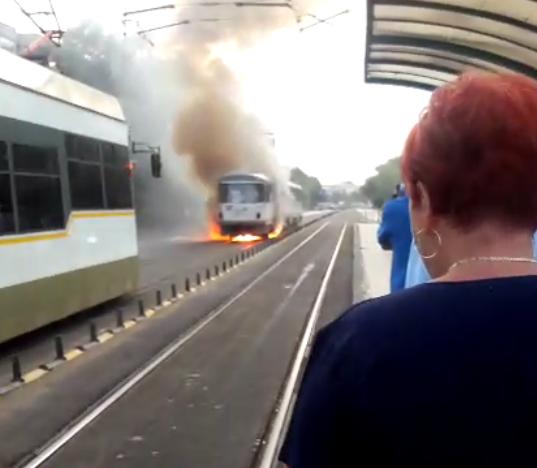 Anchete și demiteri la RATB, după ce un tramvai a luat foc. Reacția Gabrielei Firea