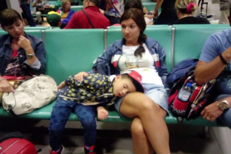 Românii blocaţi de sâmbătă pe aeroportul din Lisabona, îmbarcați spre Bucureşti