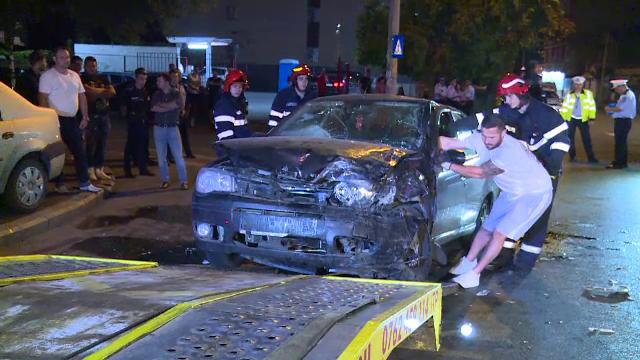 Impact violent în Capitală. 2 mașini s-au izbit după ce șoferul a încercat să evite alt vehicul