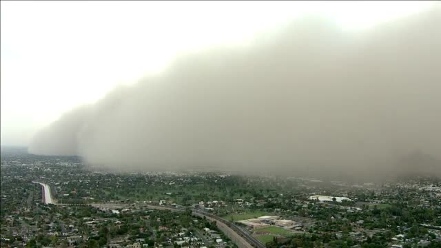 O uriașă furtună de nisip a acoperit orașul american Phoenix