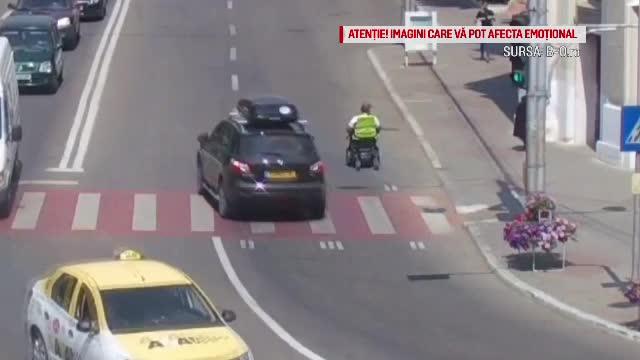Bărbat în scaun cu rotile, lovit de o maşină în Bârlad. Cine era la volan