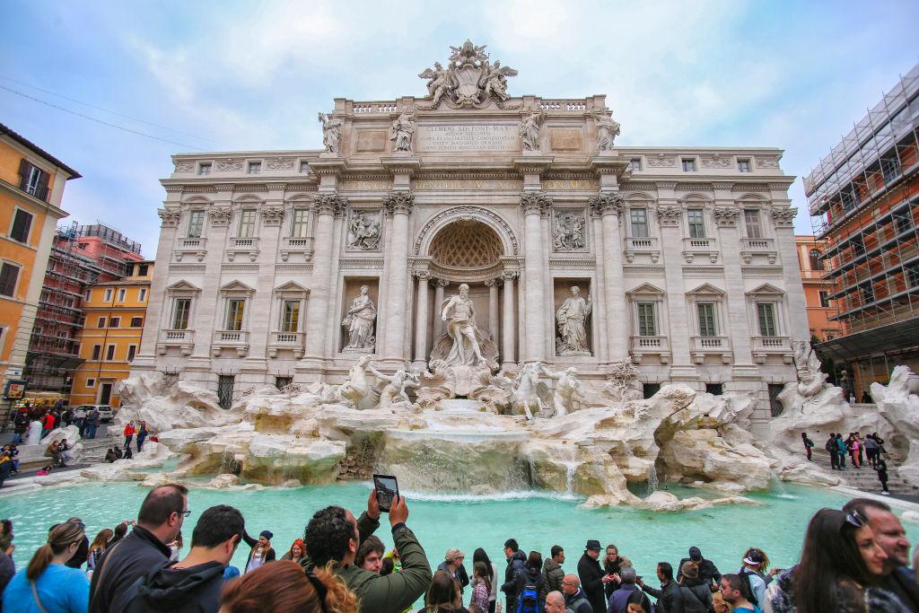 Motivul pentru care turiștii s-au luat la bătaie în fața unui monument istoric, în Roma