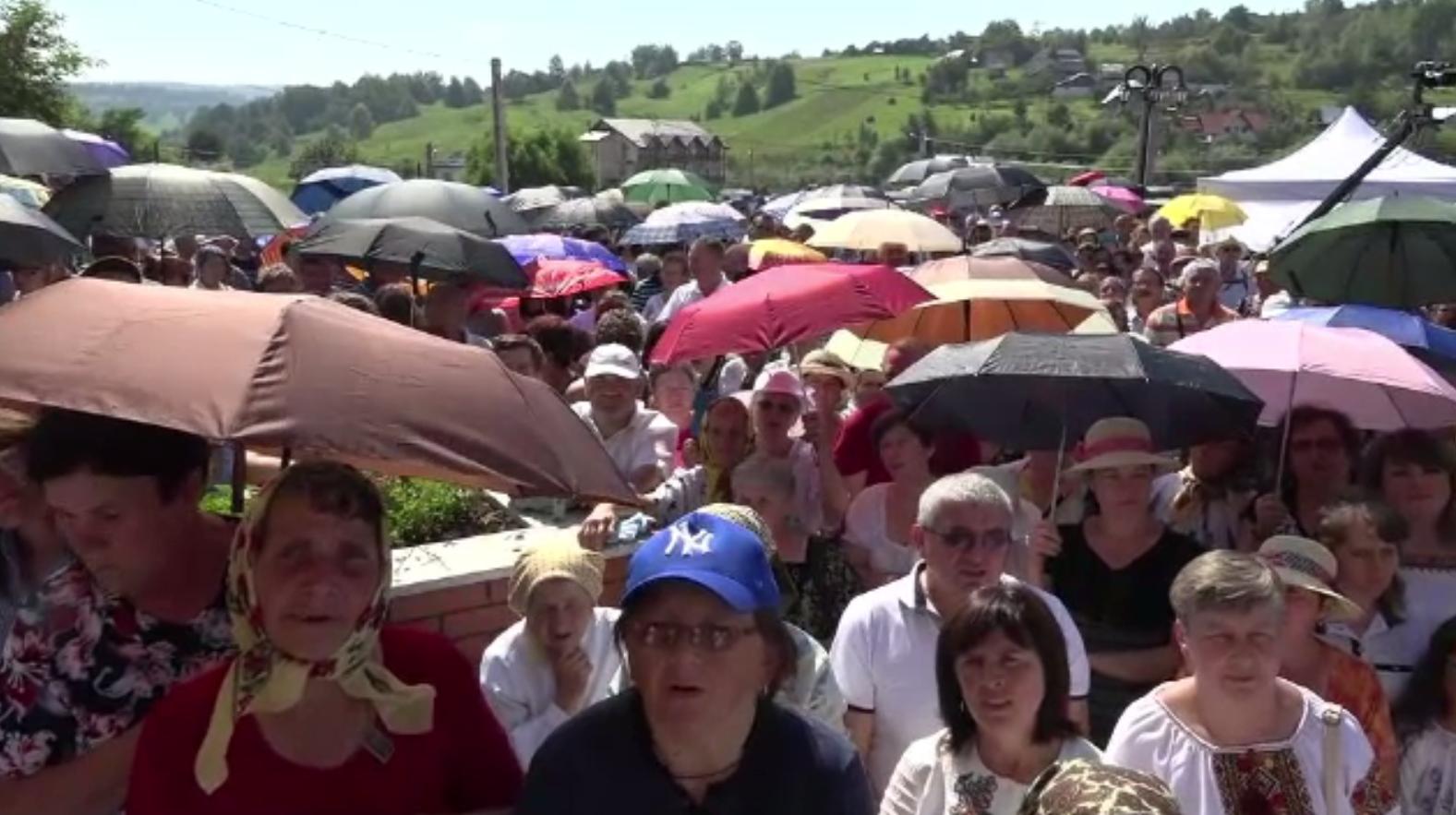 """Mii de catolici, în pelerinaj la Cacica. """"Singura ocazie în care simți cu adevărat că trăieşti"""""""