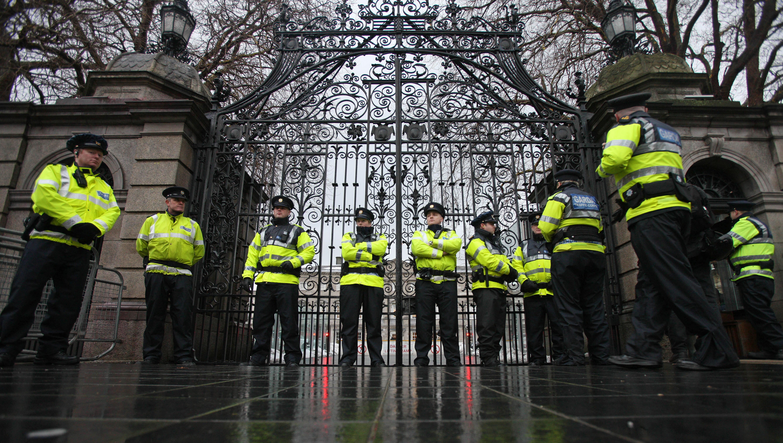Alertă la Dublin. O femeie a intrat cu mașina în poarta complexului guvernamental