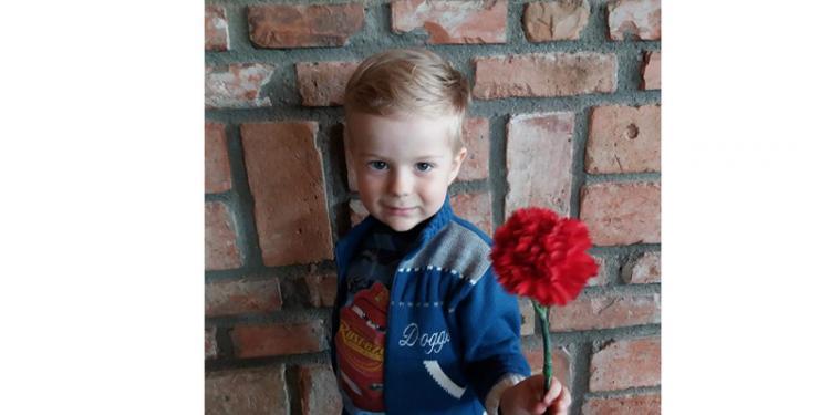 Un copil care se luptă cu o tumoare la ficat are nevoie de ajutor. Donează prin SMS