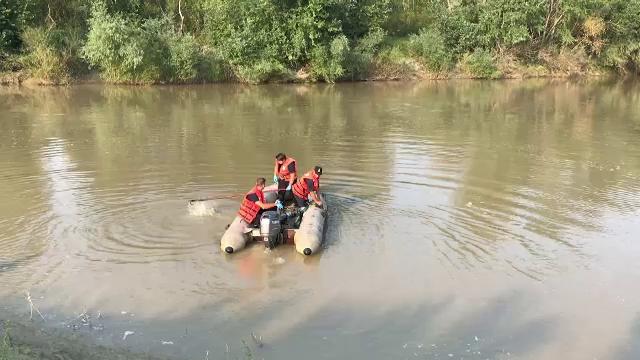Trupul băiatului în vârstă de 12 ani înecat în râul Siret, găsit chiar de mama lui