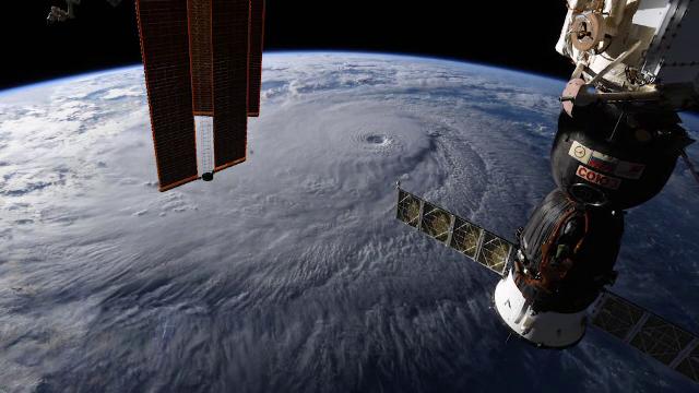 """Pregătiri în Hawaii, de teama unui uragan puternic. Pe unde trece """"ochiul lui Lane"""""""
