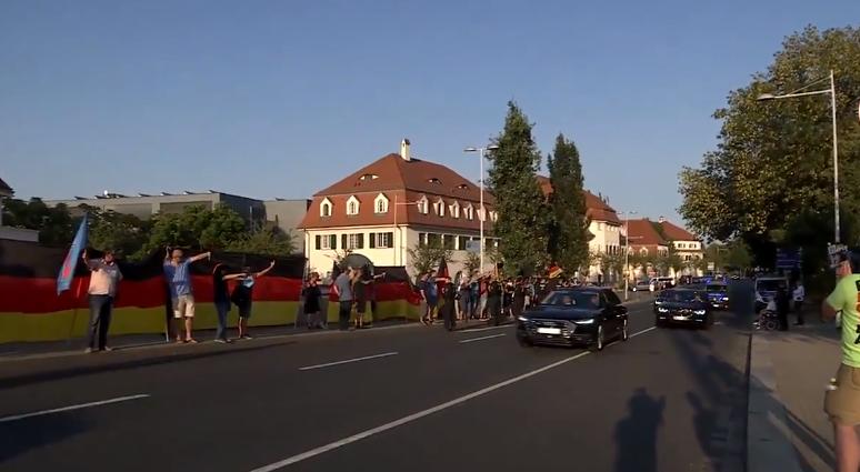 Protest împotriva extremiștilor de dreapta, la Dresda. Un grup de jurnaliști, atacat