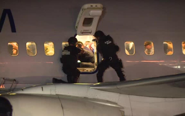 Exercitiu antitero cu agenti SRI la bordul unui avion TAROM, aflat in zbor