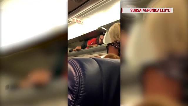 Imagini bizare filmate în avion: o stewardesă și-a făcut meseria din spațiu pentru bagaje