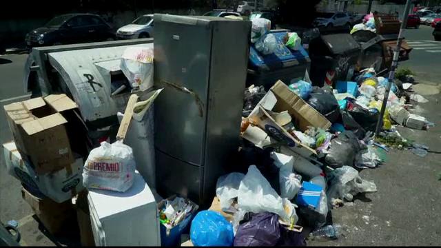 Roma, în pragul unei epidemii din cauza gunoaielor. Autoritățile învinuiesc turiștii