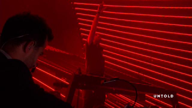 """Momentul in care Armin van Buuren si-a inceput show-ul cu """"Desteapta-te romane"""" la Untold. VIDEO"""