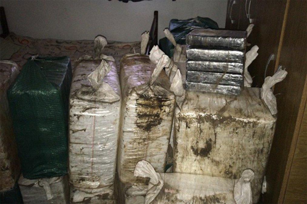 O tonă de cocaină a fost descoperită în Uruguay. Unde erau ținute drogurile. FOTO