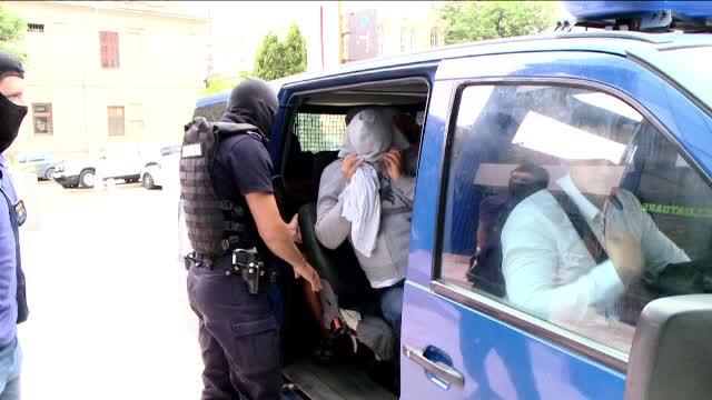 Polițist condamnat pentru trafic de minore, despăgubit. A făcut râie în pușcărie