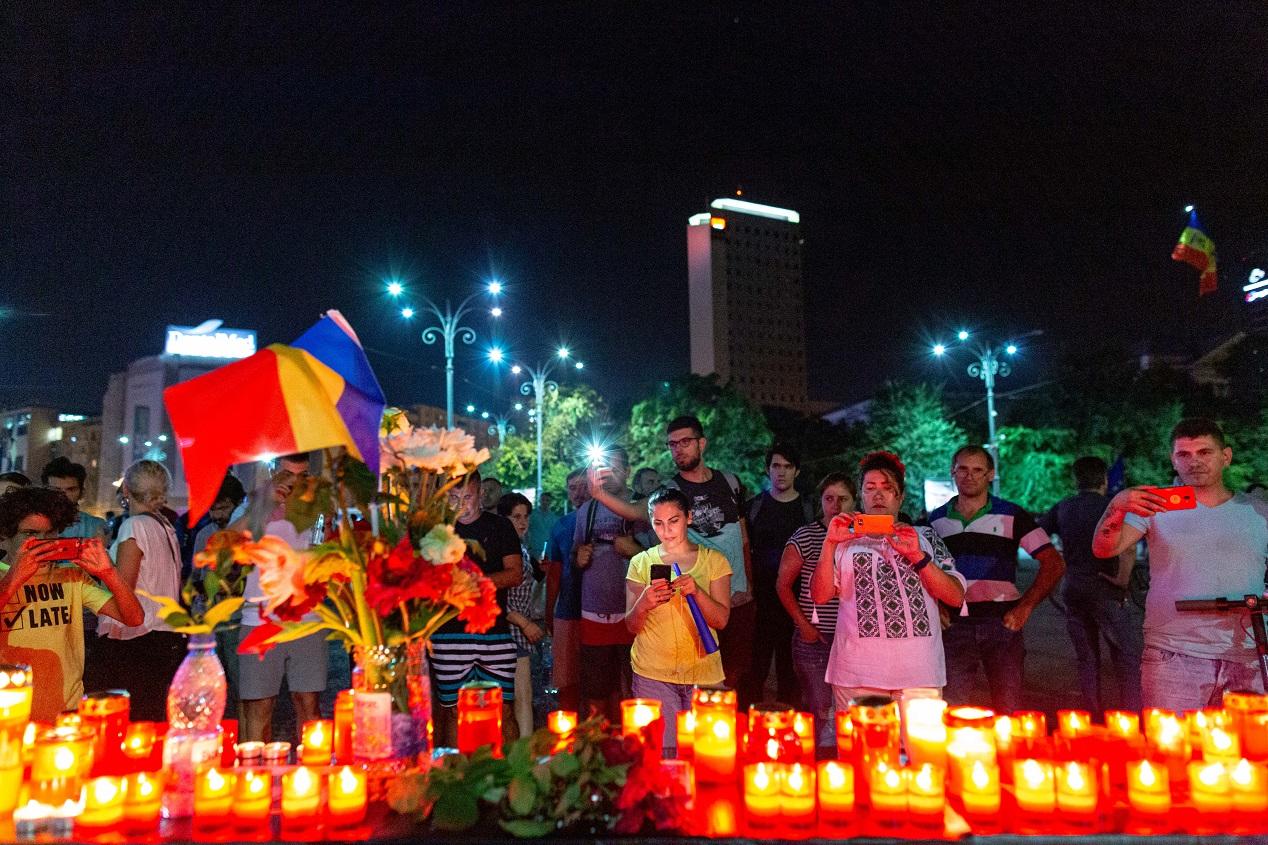 Altar ridicat în faţa Guvernului la protestul din 10 august. Cum au acţionat jandarmii