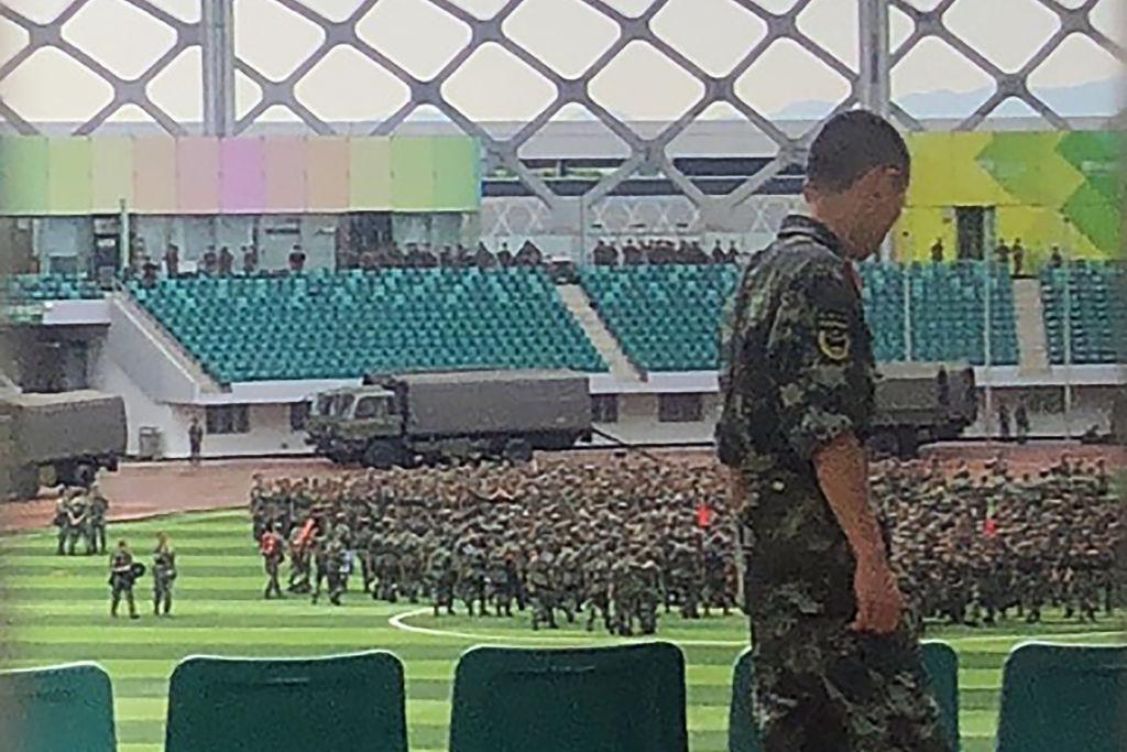 AFP: Blindate de transport de trupe, plasate lângă frontiera Hong Kongului