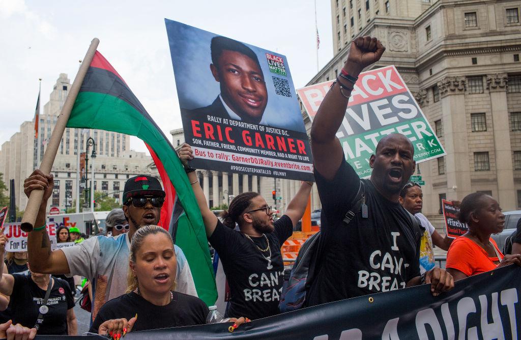 Polițist concediat în SUA, la 5 ani după ce a asfixiat un afro-american