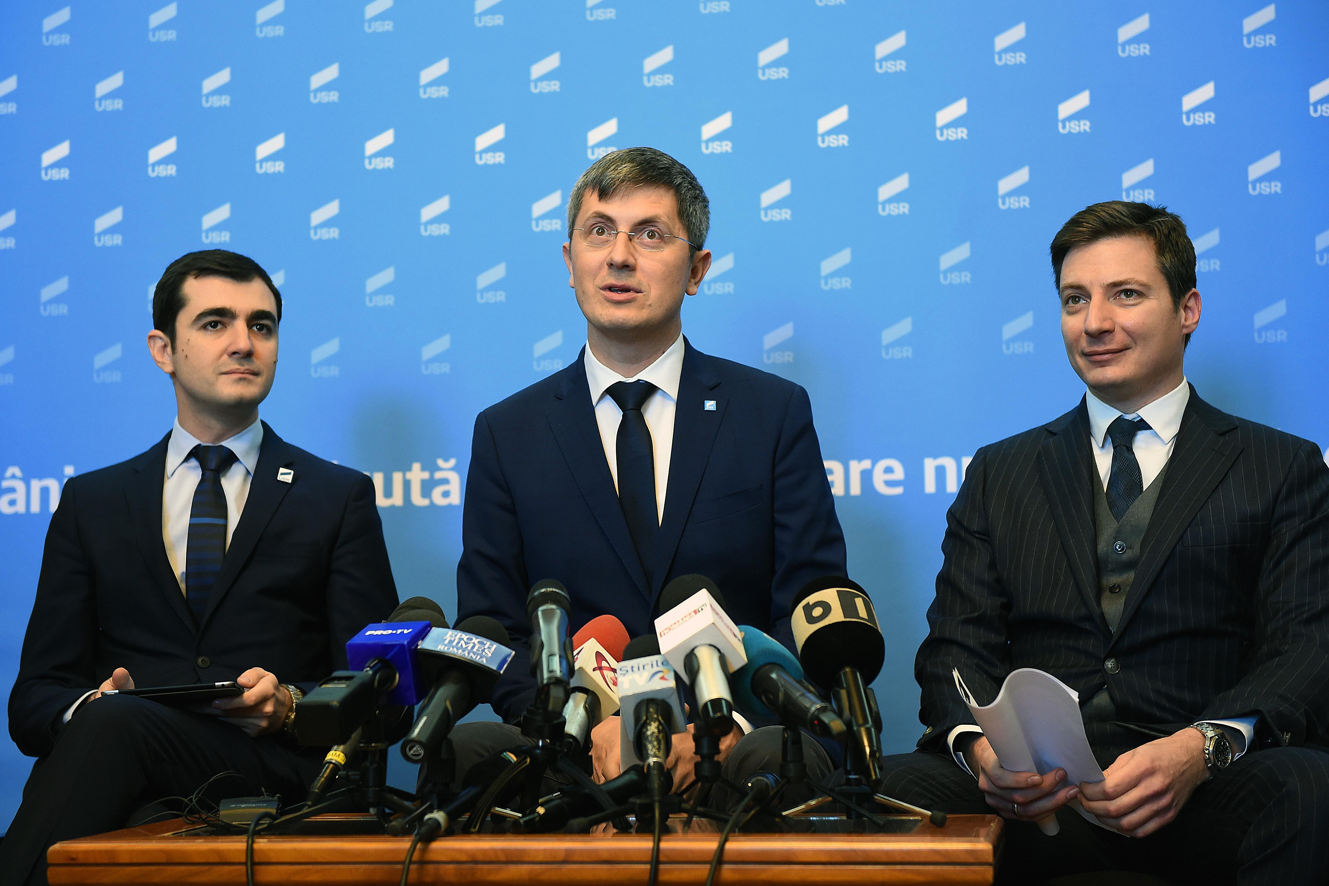 Andrei Caramitru: Așa câștigă Iohannis. Vasilica în turul 2 și crește PSD-ul iar spre 30%